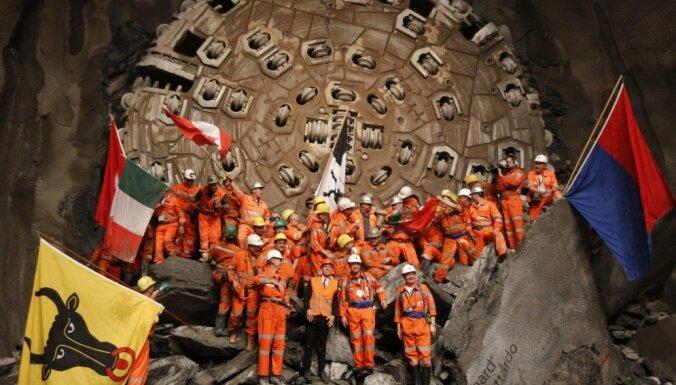 ФОТО, ВИДЕО: В Швейцарии за 19 лет построили самый длинный в мире тоннель