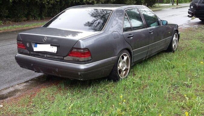 Рижская муниципальная полиция больше не хочет следить за теми, кто неправильно припарковался