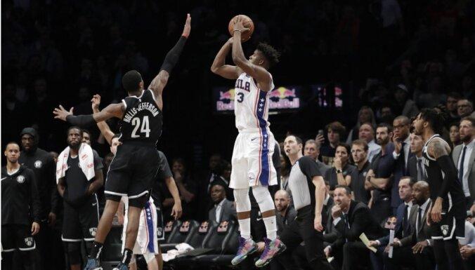 'Nets' bez Kuruca saspringtā mača galotnē zaudē '76ers'