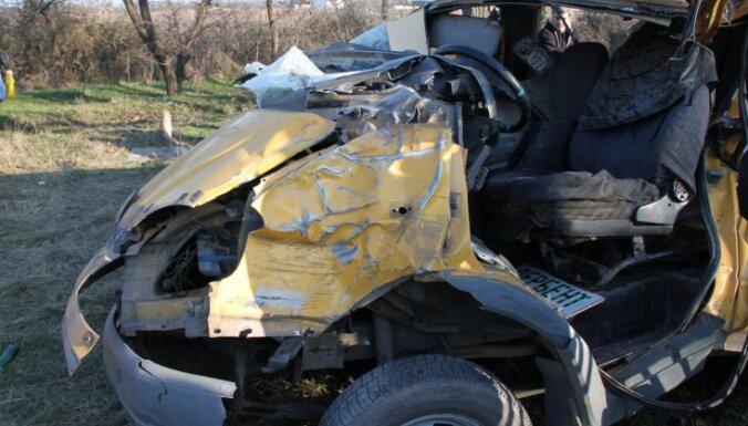 Krievijā autoavārijā bojā gājuši 10 cilvēki