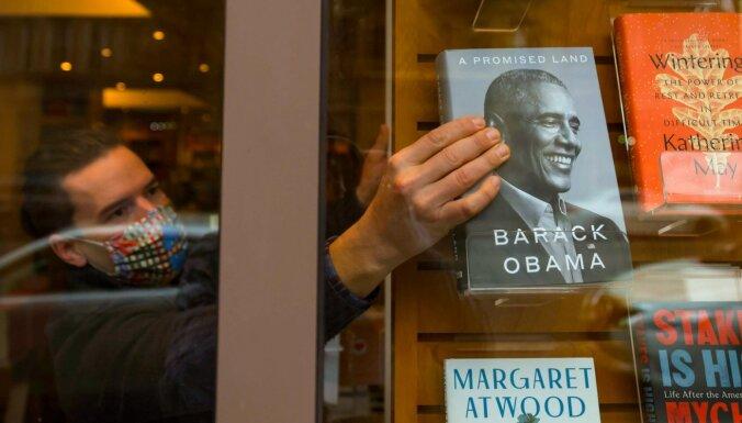 Pirmajā dienā pārdots rekordliels skaits Obamas grāmatas eksemplāru