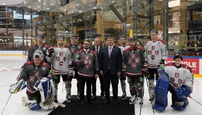 ФОТО, ВИДЕО: В т/ц Akropole прошла презентация новой формы для латвийских хоккеистов