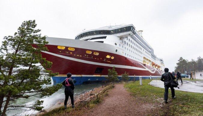 Уберегов Финляндии сел намель паром ссотнями пассажиров