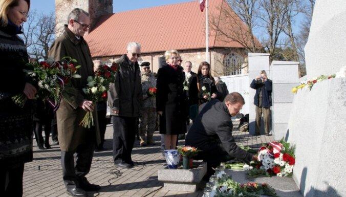 ФОТО: Лестенское братское кладбище посетили около 700 человек