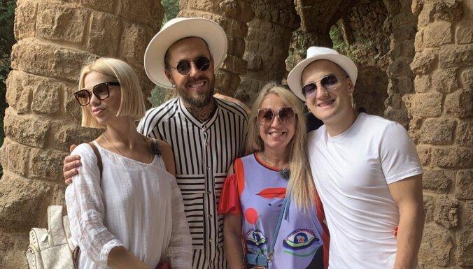 Olga Rajecka ceļojumu šovā Spānijā uzrīko bagātīgas dzīres
