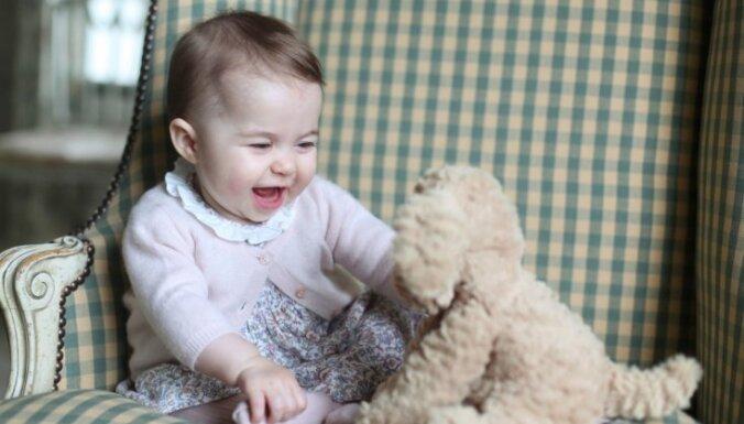 Britu karaļnams publisko unikālus mazās princeses foto