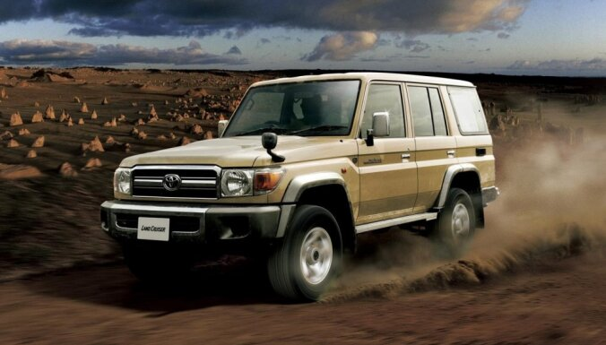 'Toyota' atjaunos 30 gadus vecā 'Land Cruiser' ražošanu