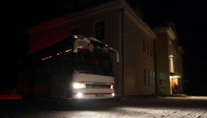 Autobuss Skultes pagastā notriec vīrieti