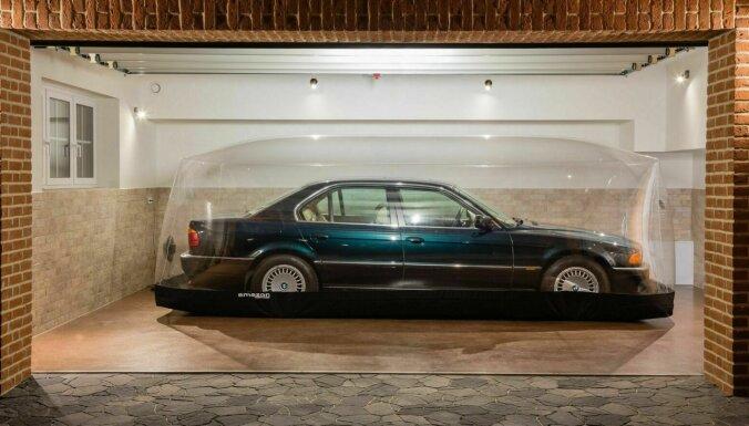 ФОТО: на торги выставлен автомобиль BMW, который 23 года находится в капсуле