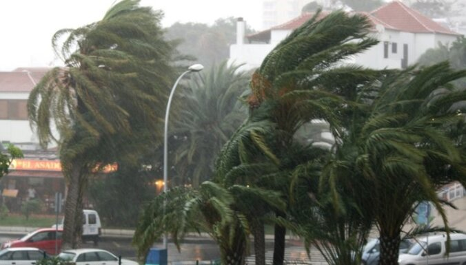 Tropiskajā vētrā Filipīnās gājuši bojā 27 cilvēki