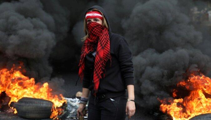 Libānā protestētāji bloķē galvenos ceļus