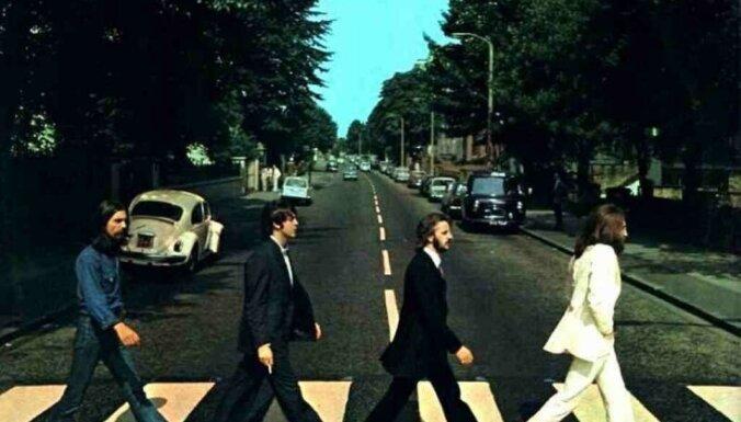 'The Beatles' albums 'Abbey Road' 50 gadus pēc debijas atgriežas britu albumu topa pirmajā vietā