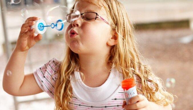 Мэрия Риги сохранит пособие для детей, посещающих частные детсады