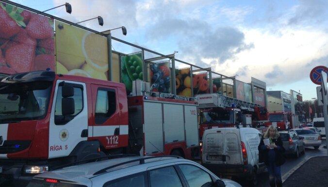ФОТО: эвакуация покупателей в Spice, пожар был небольшим