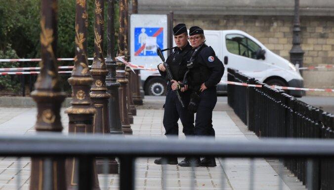 Parīzes prokurors: policistiem uzbrukušajam vīrietim bijuši kontakti ar salafistiem