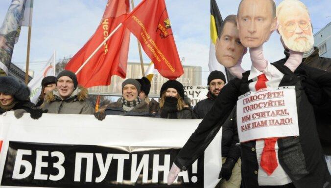 Noslēgušies masu mītiņi Maskavā; uz pasākumiem pulcējušies vairāk nekā 175 tūkstoši cilvēku (plkst.13:20)