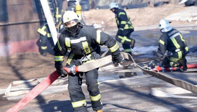 No ugunsgrēka Jelgavā izglābti trīs cilvēki