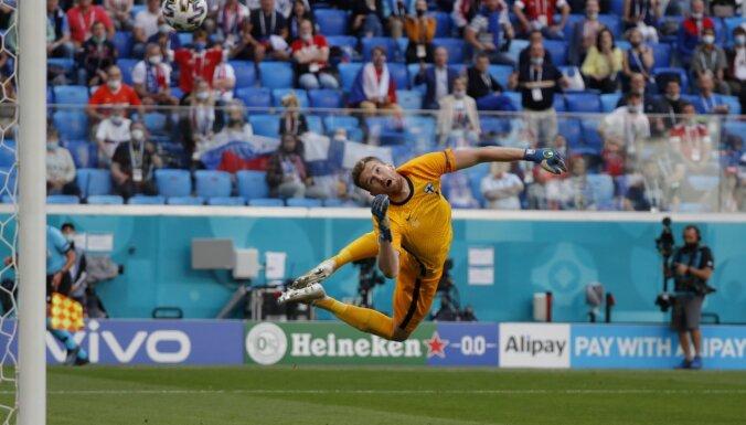 Somijai neieskaita ātrus vārtus; Mirančuka skaistais gols dod uzvaru Krievijai