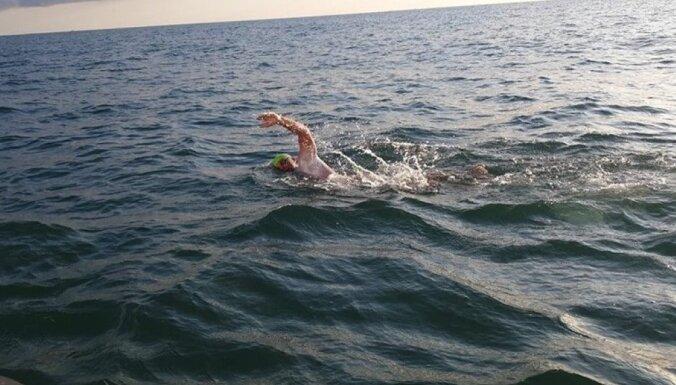 Latvietis uzsācis peldējumu pāri Lamanša šaurumam