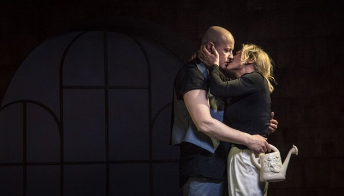 Foto: Dailes teātrī tapusi izrāde 'Inde' Rēzijas Kalniņas režijā