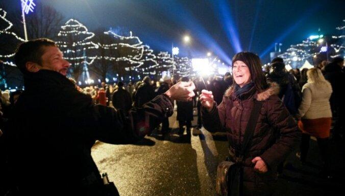 Vakarā Rīgā satiksmei slēgs 11. novembra krastmalu un citas piegulošās ielas