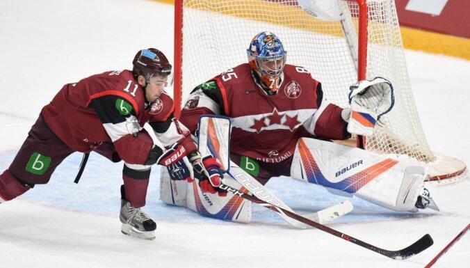 Latvijas hokeja izlase uz pirmajām pārbaudes spēlēm dodas bez uzbrukuma līderiem