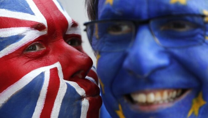 Trīs miljoni britu parakstījuši petīciju par 'Brexit' apturēšanu