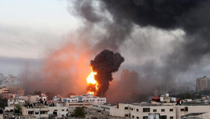 Palestīniešu kaujinieki uz Izraēlu izšāvuši vairāk nekā 300 raķešu; izsludināts ārkārtas stāvoklis Lodā