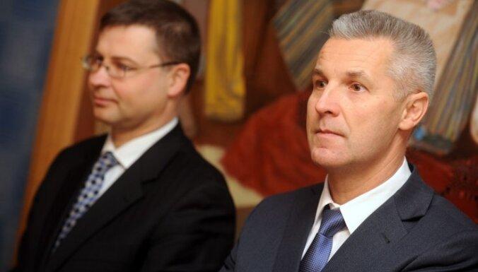 Dombrovskis un Pabriks noliek Saeimas deputātu mandātus