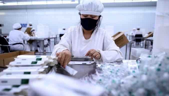 """Коронавирус в мире: Италия бастует против ограничений; Санта не получит прививку; новое """"поколение """"ковид"""""""""""