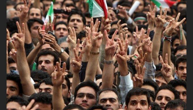 Irānā nogalināti vismaz pieci demonstranti