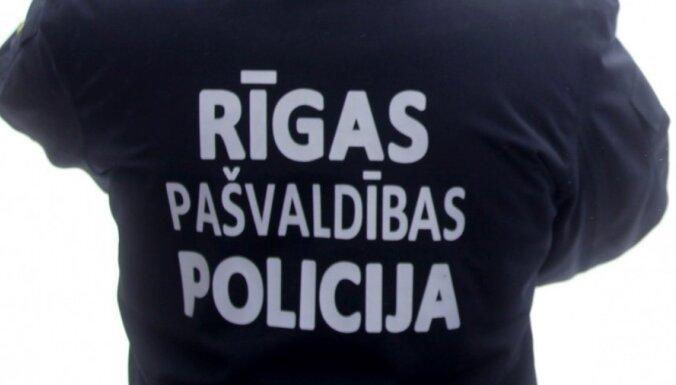 Муниципальная полиция Риги ищет 150 новых сотрудников: обнародованы требования и размеры зарплат