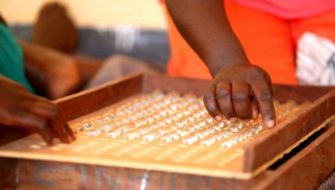 Gambijā vēlēšanu revolūcija – atteiksies no stikla lodīšu sistēmas