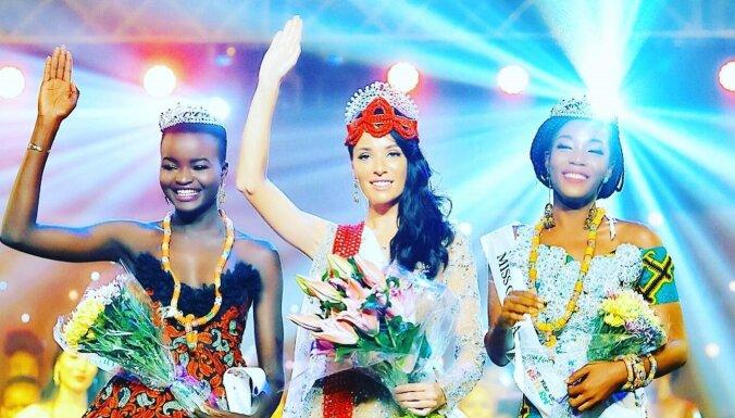 """""""Я буквально отключалась от температуры и усталости"""": самая титулованная """"Мисс Латвия"""" привезла из Африки еще одну корону"""