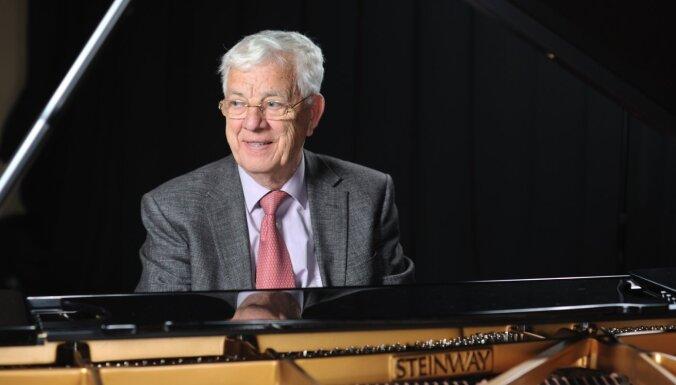 Par godu Maestro jubilejai tiešsaistē izskanēs Raimonda Paula trio koncerts