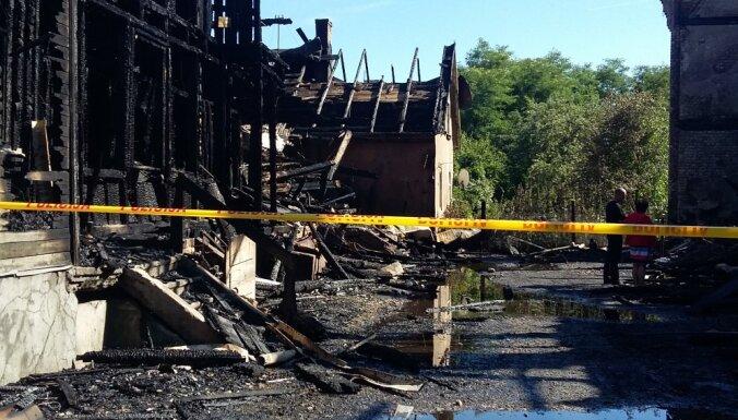 Крупный пожар в Риге: эвакуировано шесть человек; движение восстановлено