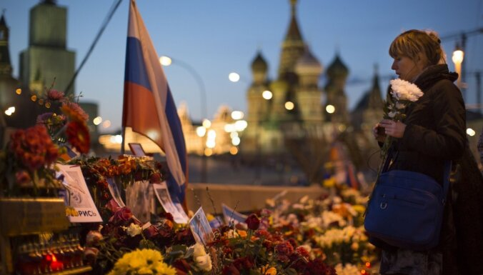 Активисты восстановили мемориал на месте убийства Немцова