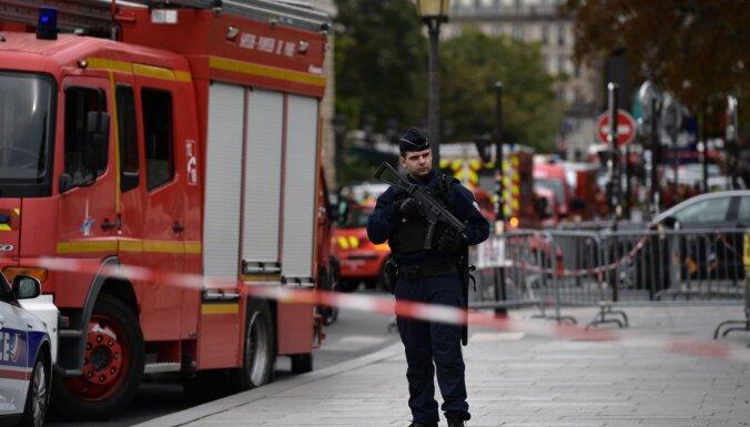 Uzbrucējs Parīzes policijas galvenajā mītnē nogalinājis četrus policistus
