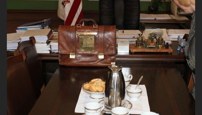 FM: budžeta pārtēriņš patlaban neprasa grozījumus