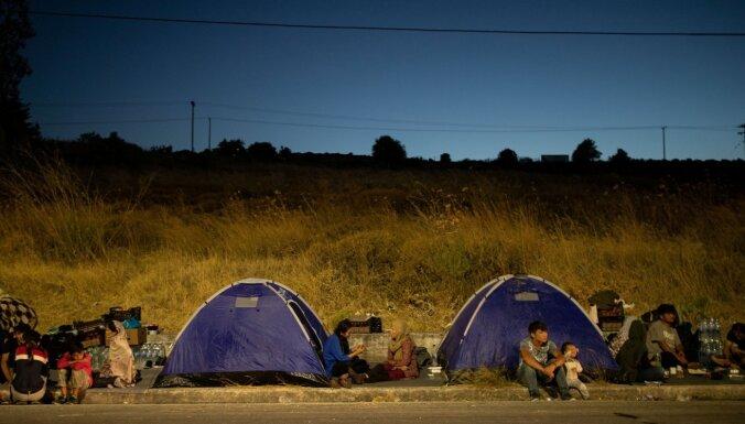 Grieķija plāno līdz vasarai uzcelt jaunu migrantu nometni Lesbas salā