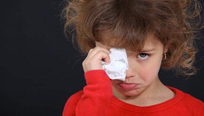 Laikraksts: cietušiem bērniem uz psihologa ekspertīzi jāgaida mēnešiem