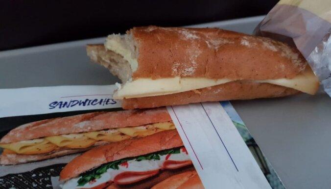 Iedomas un realitāte – aculiecinieks sašutis par lidmašīnā pasūtīto maizīti