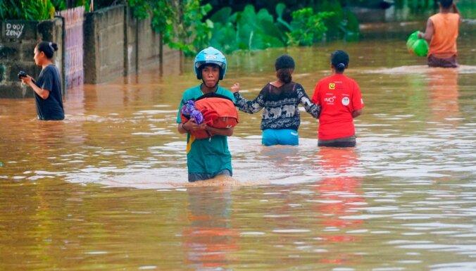 Foto: Plūdos un nogruvumos Indonēzijā un Austrumtimorā bojā gājuši 55 cilvēki