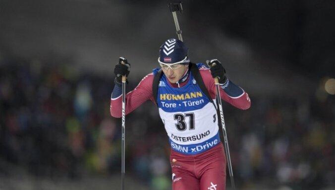 Latvijas biatlonisti izcīna 12. vietu pirmajā PK posmā jaukto pāru stafetē