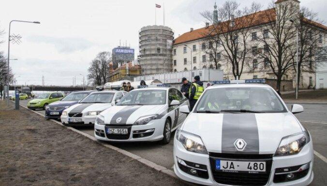 No šodienas policija pastiprināti uzraudzīs satiksmi un pirotehnikas apriti