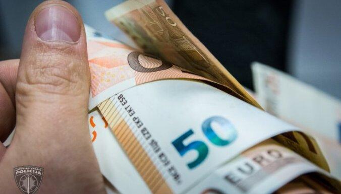 Aizkrauklē dzērājšoferis ar 400 eiro mēģina piekukuļot policistus