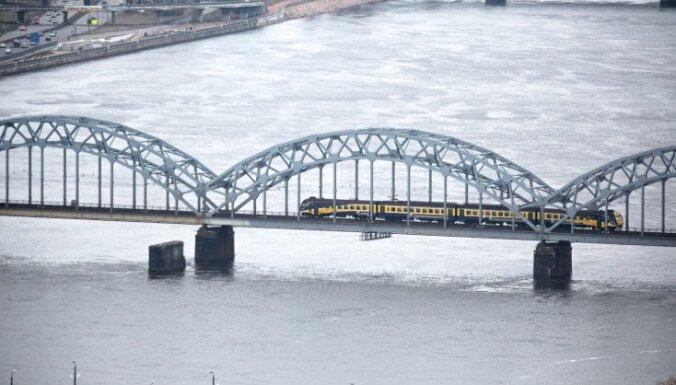 В опору Железнодорожного моста врезался катер: двое пострадавших