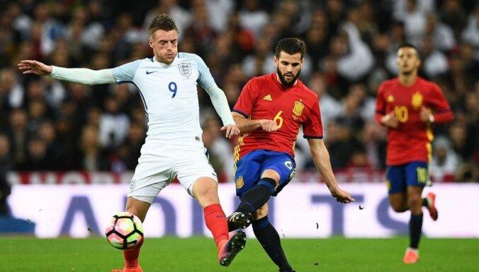 Video: Anglijas futbola izlase Vardija 'golu' Spānijas vārtos atzīmē ar 'manekenu pauzi'
