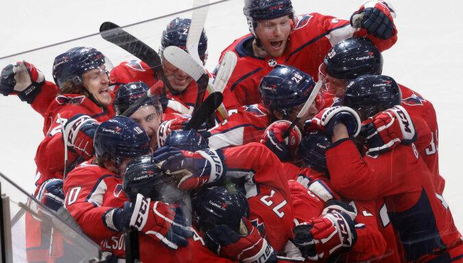 Stenlija kausa izcīņas atklāšanas mačā 'Capitals' pagarinājumā uzvar 'Bruins'