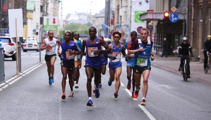 Rīgā ar mērķi labot 'Lattelecom' Rīgas maratona rekordu ierodas skriešanas lielvalstu pārstāvji